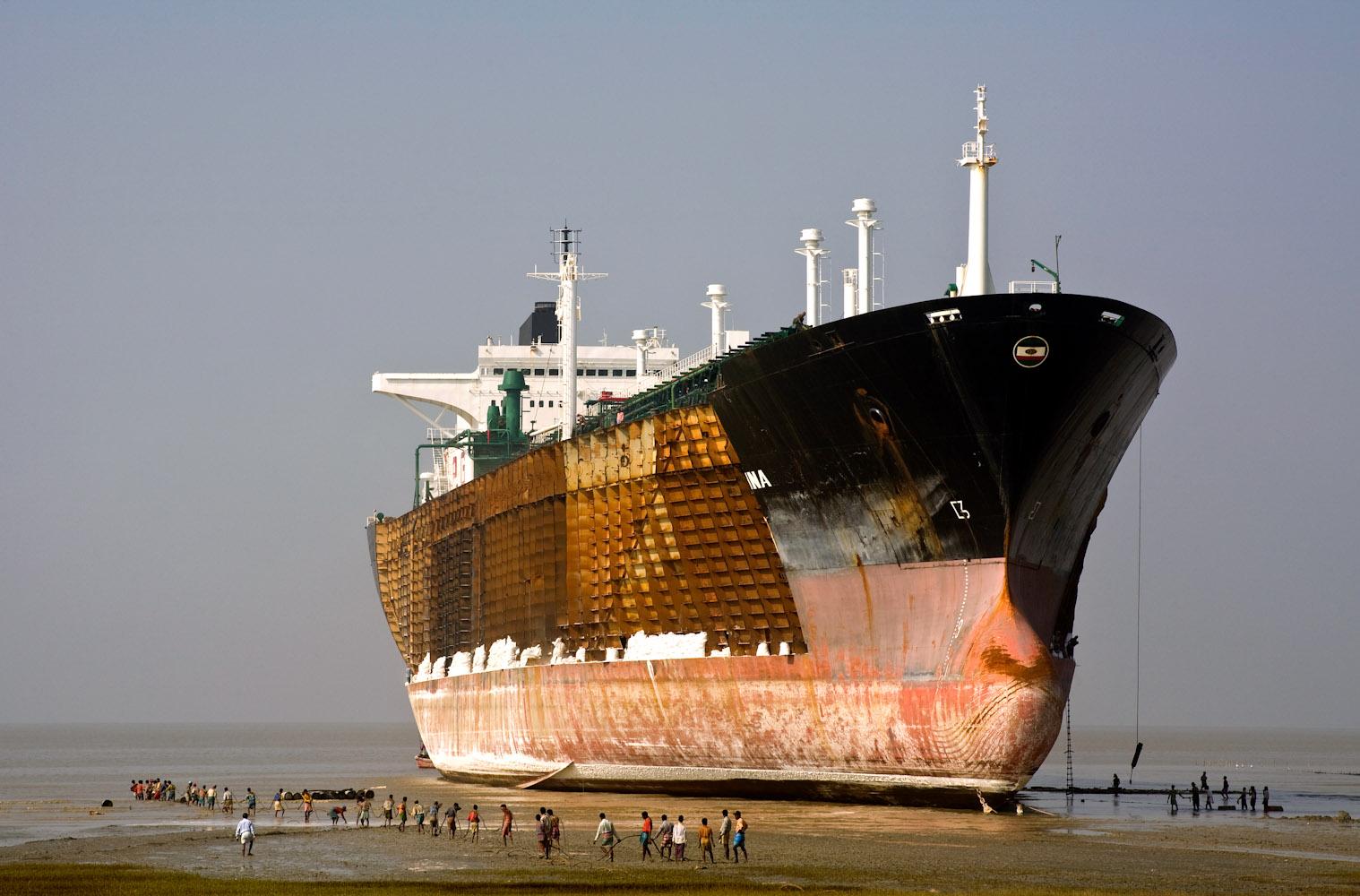 Bangladesh_Ship_Breaking_6952a_PRINT