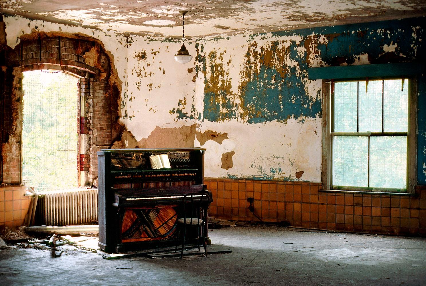 Ellis_Island_Piano_326