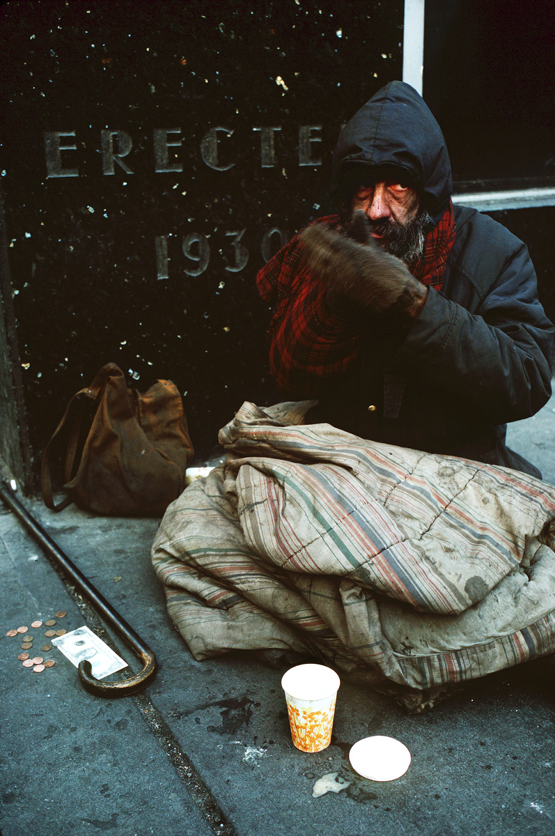 Homeless panhandler outside of Bloomingdales in New York.©'88 Andrew Holbrooke/Sipa Press