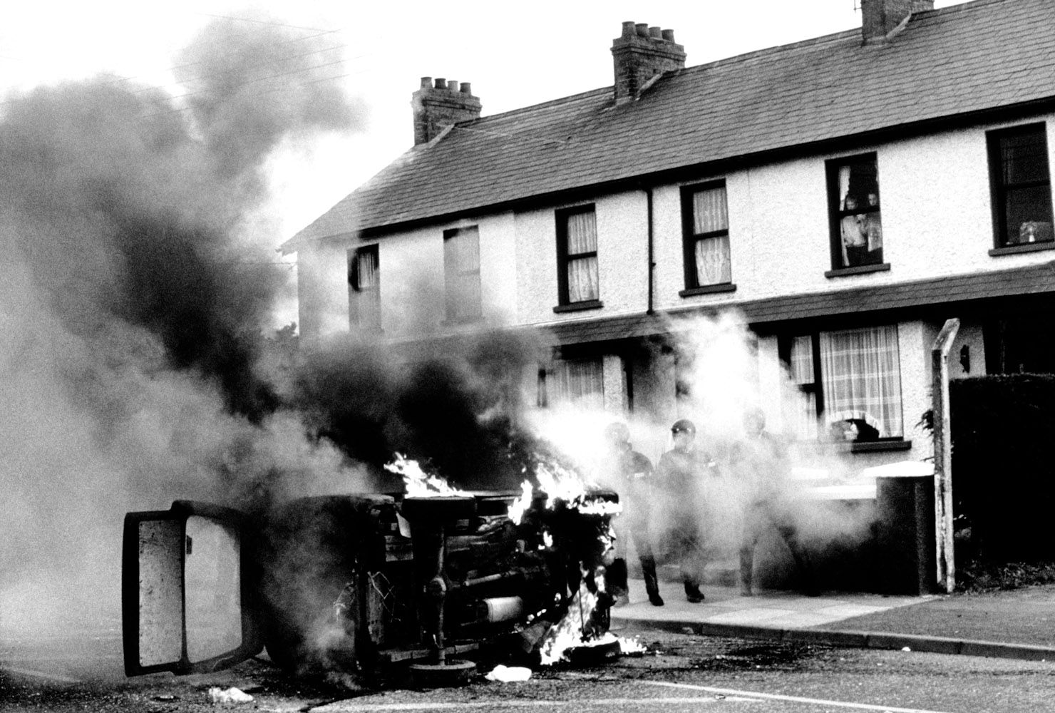 Northern_Ireland_Burning_car_178
