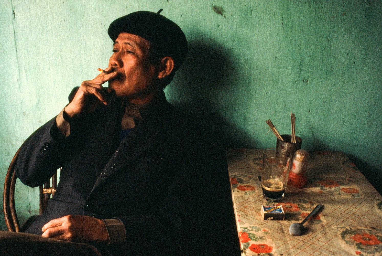 Vietnam_man_smoking_386_PRINT