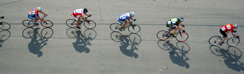A line of riders competing in the 2006 Le Tour de Bowness.