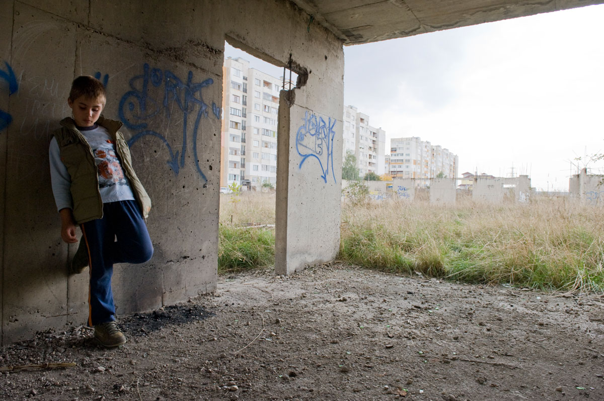 A boy plays in an unfinished Soviet-era building, on a vacant lot on the outskirts of Sofia.  During the communist regime, the Bulgarian government provided low-interest housing loans for families to buy homes in poor-quality blocks of flats.  Once a market economy took hold, the responsibility for housing fell on local authorities, who do not have the resources to deal with the issue. © Habitat for Humanity International/Ezra Millstein