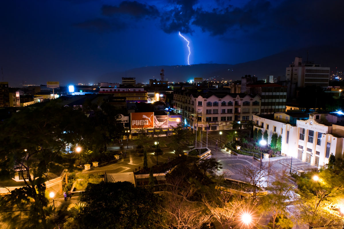 A lightning storm passes through the Cordillera del Merendon, behind San Pedro Sula.  © Ezra Millstein