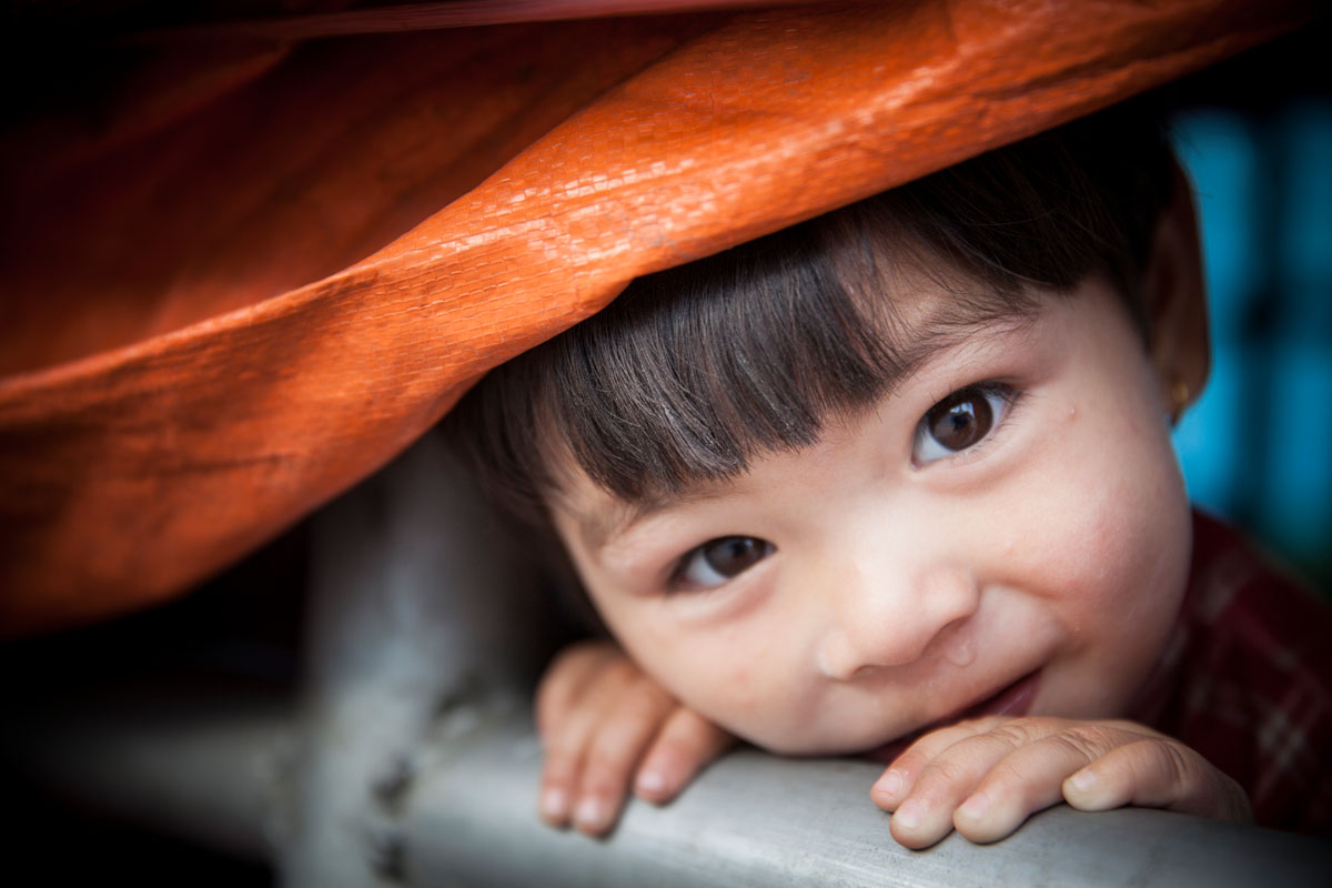 2 year-old Lijeesha Shahi and her family have been sleeping under a tarp on the sidewalk since the earthquake, afraid that their home is structurally unstable.© Habitat for Humanity International/Ezra Millstein