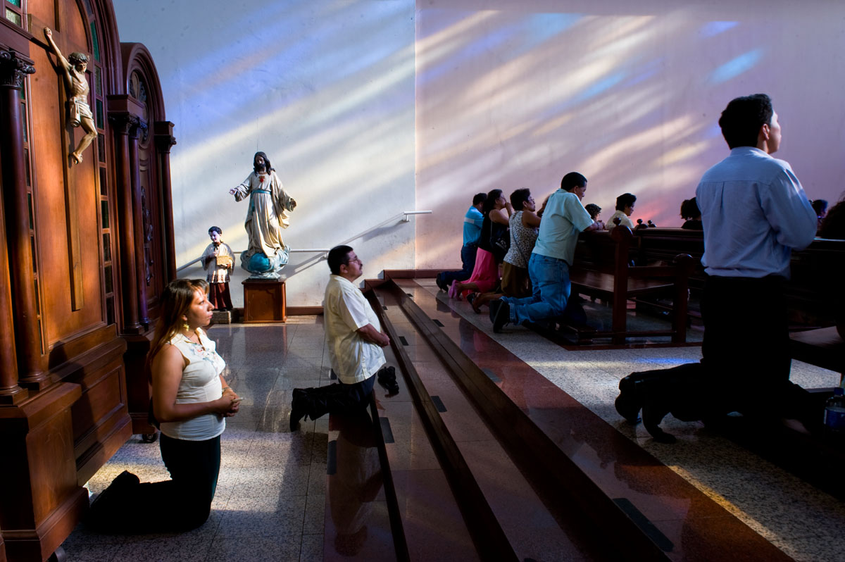 Worshippers at the National Cathedral.  Although more than half of El Salvador's residents are Catholic, Protestantism is growing rapidly and represents nearly 30% of the population.© Habitat for Humanity International/Ezra Millstein