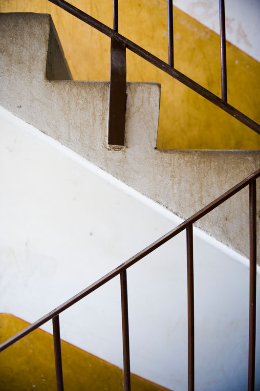 A stairway in a Soviet-era apartment building in Uzhgorod.© Habitat for Humanity International/Ezra MIllstein
