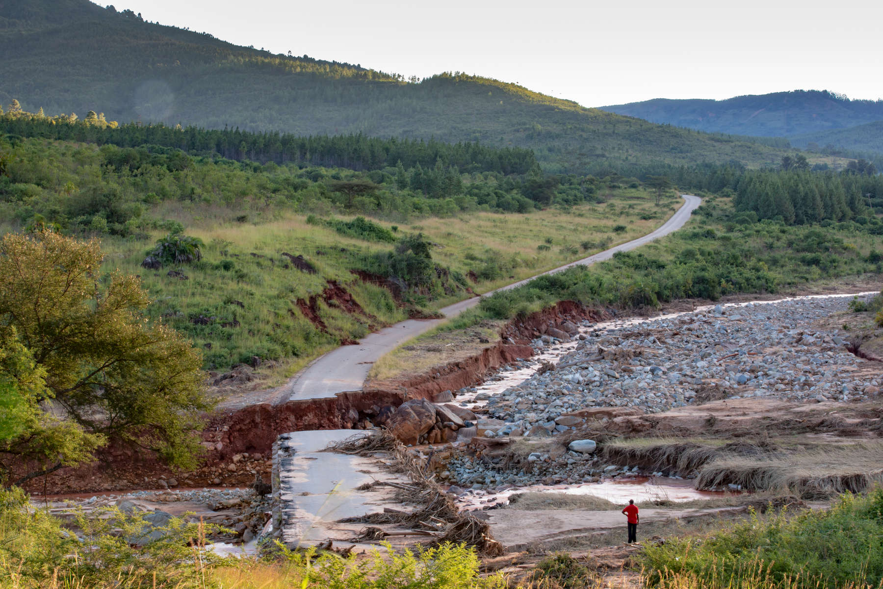 A damaged bridge on the road to Ngangu. This is the first cyclone in more than a decade to strike Zimbabwe. Strong winds and heavy rains particularly in Chimanimani and Chipinge districts have resulted in flash floods and destruction of infrastructure including houses, bridges, schools and utility lines.