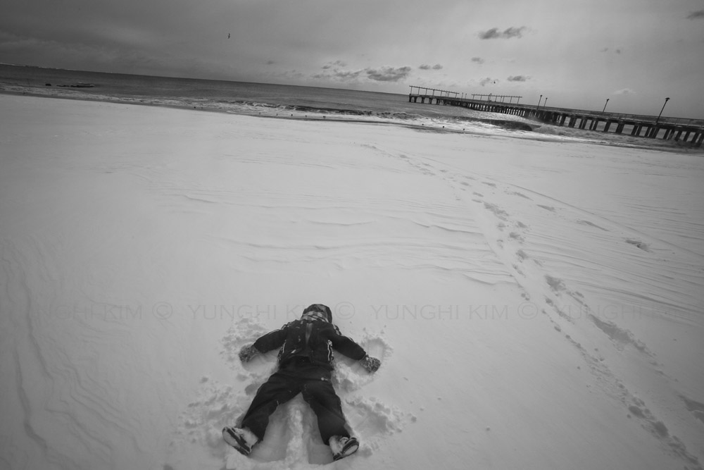 Learning to make a snow angel. Yunghi Kim  ©2015
