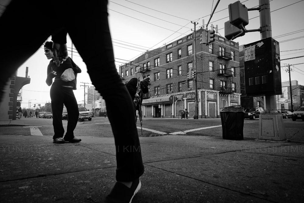 Scene outside of a corner bodega on Mermaid Avenue. Yunghi Kim © 2014.