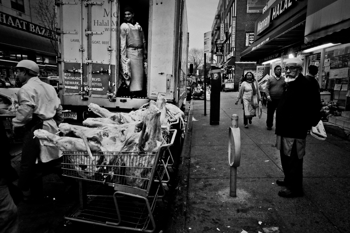 12,11,2015 NY Neighborhood profiles series.  Jackson Heights Queens.  Unloading of meat on 73 rd Street. Little Bangladesh section. © 2015 Yunghi Kim/Contact Press Images.