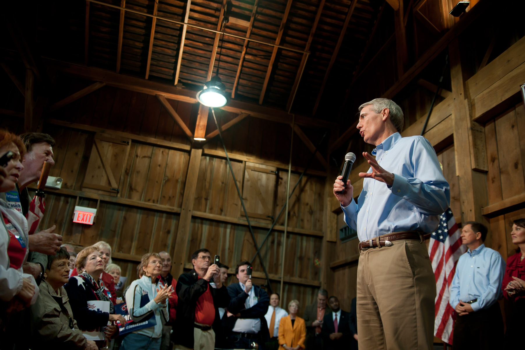 Rob Portman campaigns for the US Senate at the  Everal Barn in Westerville, Ohio. October 25, 2010. ©Vanessa Vick