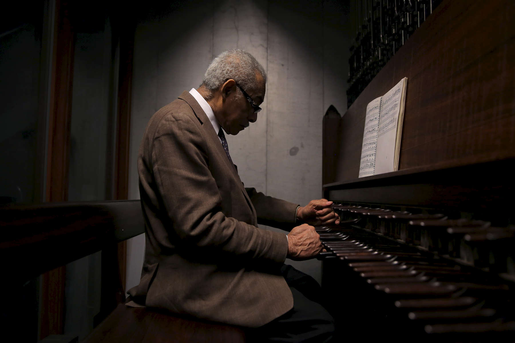 Riverside Church Carillonneur Dionisio Lind, 83, plays the carillon at Riverside Church in New York during the morning service on Sunday, January 18, 2015. The carillon at Riverside Church consists of of 72 bells ranging in weight from 10 pounds to 20 tons, all of which are housed atop a 392 foot tower. CREDIT:  Michael Appleton for The New York Times