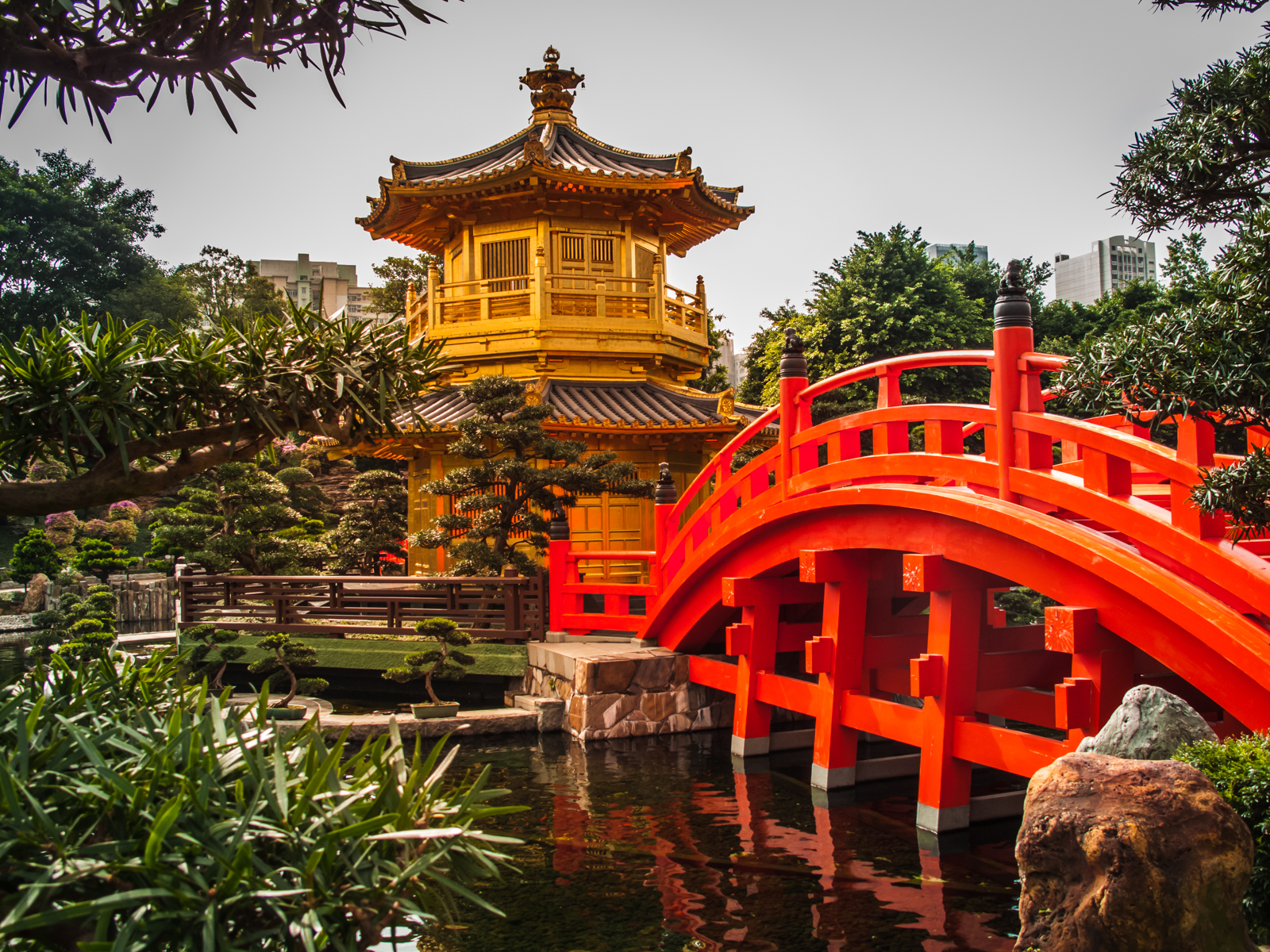 Chi Lin Nunnery bridge and pagoda