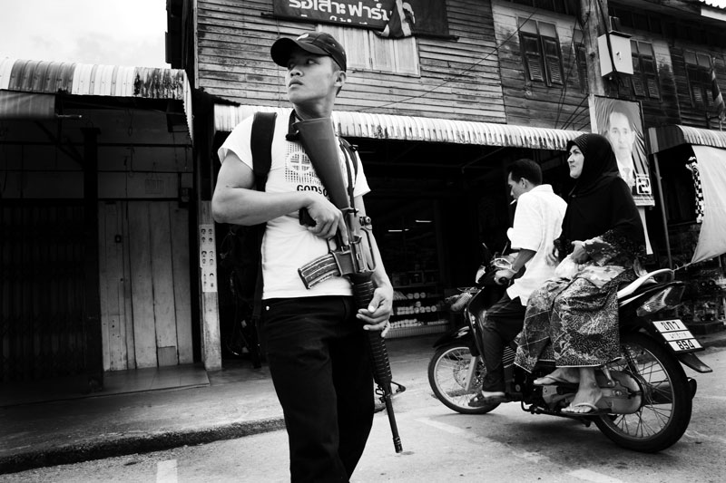 A pro government militia patrols in Rueso in South Thailand where the majority is Muslims and they are often in poverty compared to Thai Buddhists. Due to the strong Buddhism identity of Thailand, many southern Muslims feel themselves in limbo and a certain number of the people look for the independence or joining together with Malaysia. Unfortunately the bloody separate insurgency continues. April 12 2008, Rueso, Thailand.