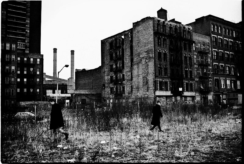 A scene of Alphabet City, before the gentrification starts. Many buildings are burned out or ruins and crime rate is very hight, in addition, the lack of affordable housing. New York, Dec. 1987.