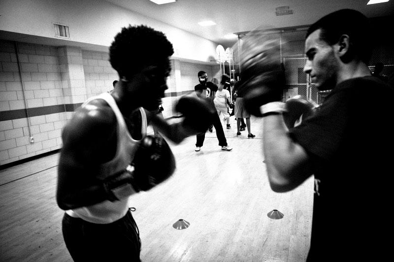 q_sakamaki_bw_boxing14