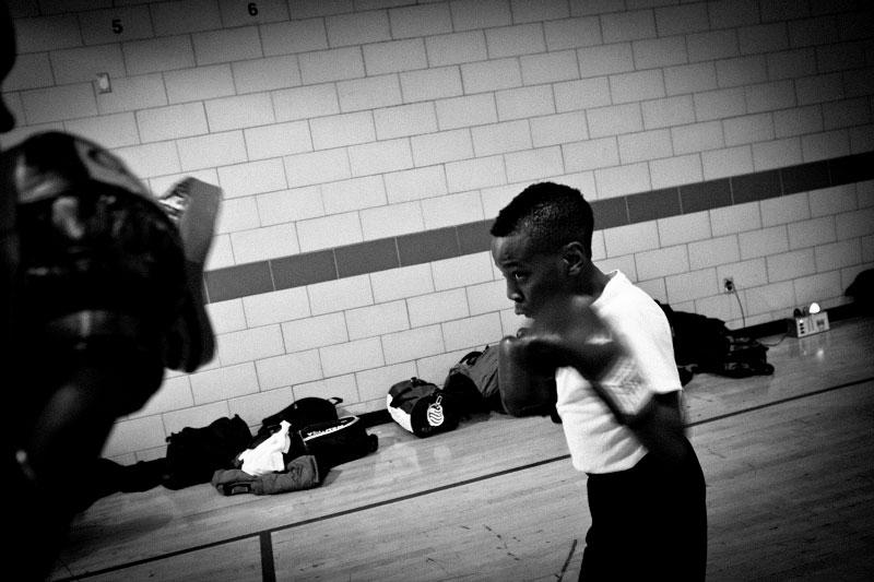 q_sakamaki_bw_boxing17