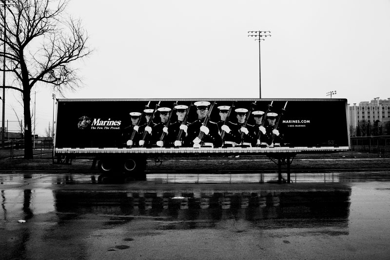 The recruiting ad for Marines stays in rain. The U.S. military recruitment has reportedly gone well, since the unemployment rate of the private sectors is dramatically increasing.