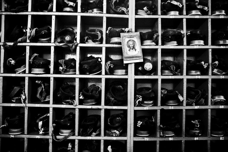 In Donetsk, nearly no useful Gas masks are displaced at a Coalmine factory called as Kuybyshev factory, which is planning to close next February. Many residents in industrial towns in the Eastern parts of Ukraine, like Donetsk, are facing to lose their jobs, due to the current economic crisis. Donetsk, Nov 25 2008.