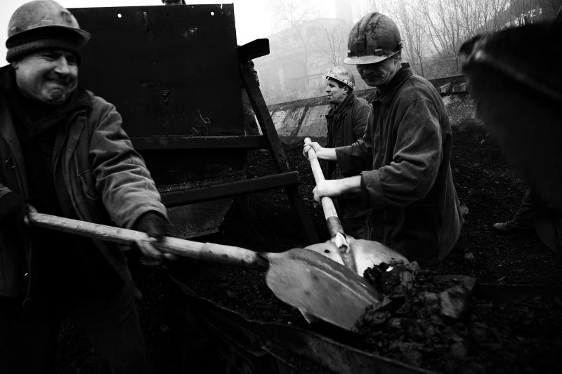 Workers at a Coalmine factory, called as Kuybyshev factory in Donetsk, which is planning to close next February. Many residents in industrial towns in the Eastern parts of Ukraine, like Donetsk, are facing to lose their jobs, due to the current economic crisis. Donetsk, Nov 25 2008.