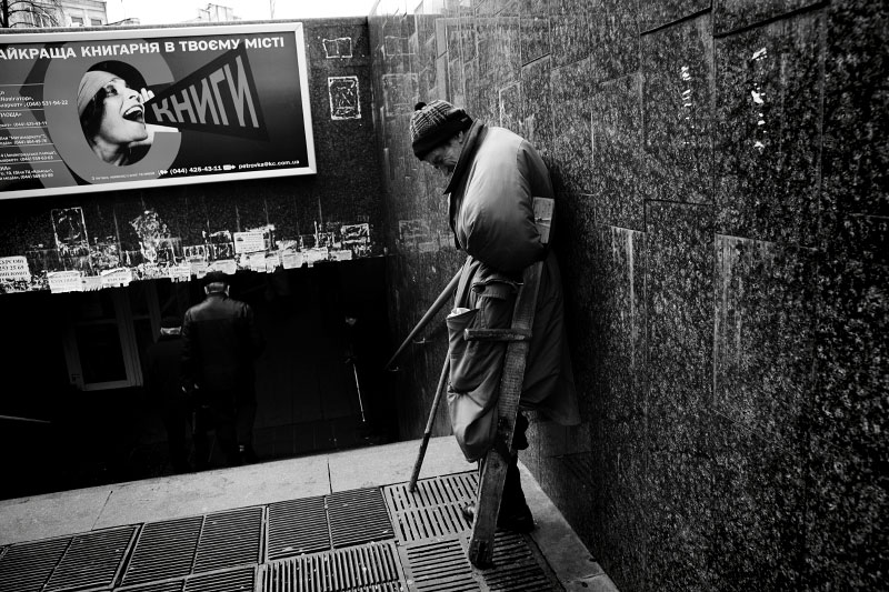 A handicapped man begs at the entrance of an underground shopping mall, as the economic crisis has started to hit Ukraine. Kiev. Nov 21 2008.