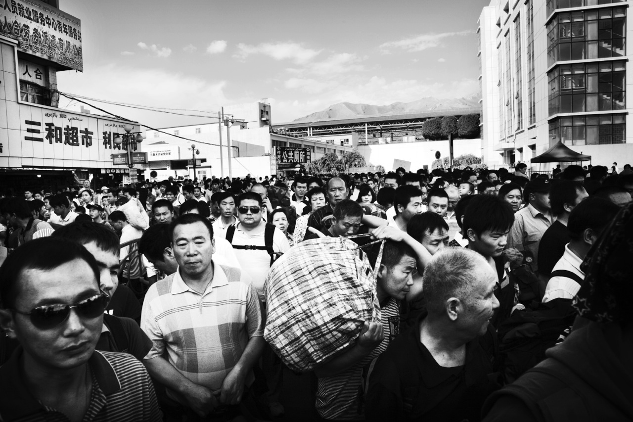 Many Han-Chinese workers or migrants, like these at Urumqi's central railway station, have been rushing into Xinjiang as actors of the Chinese modernization projects.