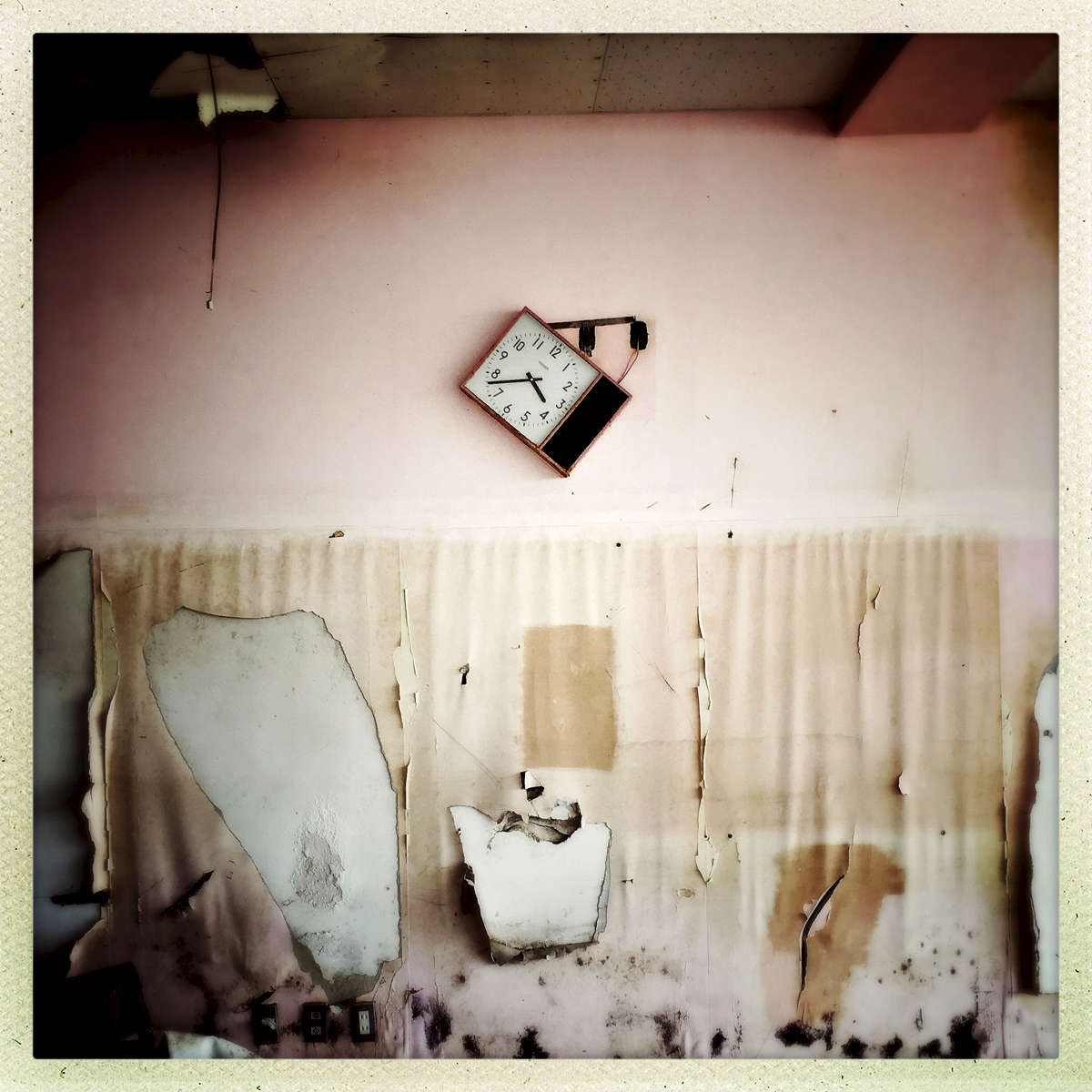 A clock with the frozen or tsunami-hit time still remains at an abandoned school day before the {quote}3/11{quote} 5th anniversary. Mar/ 2016, Ukedo, Namie.