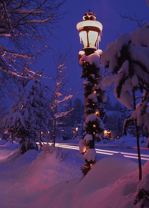 Lamp-Post-at-Early-Dawn