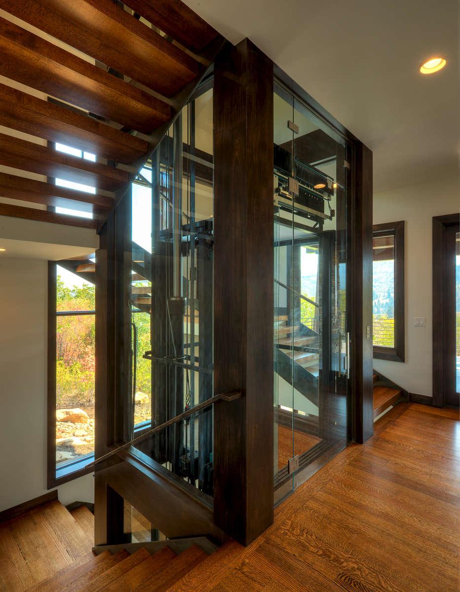 3215-12_E0E1549_Elevator-main-level