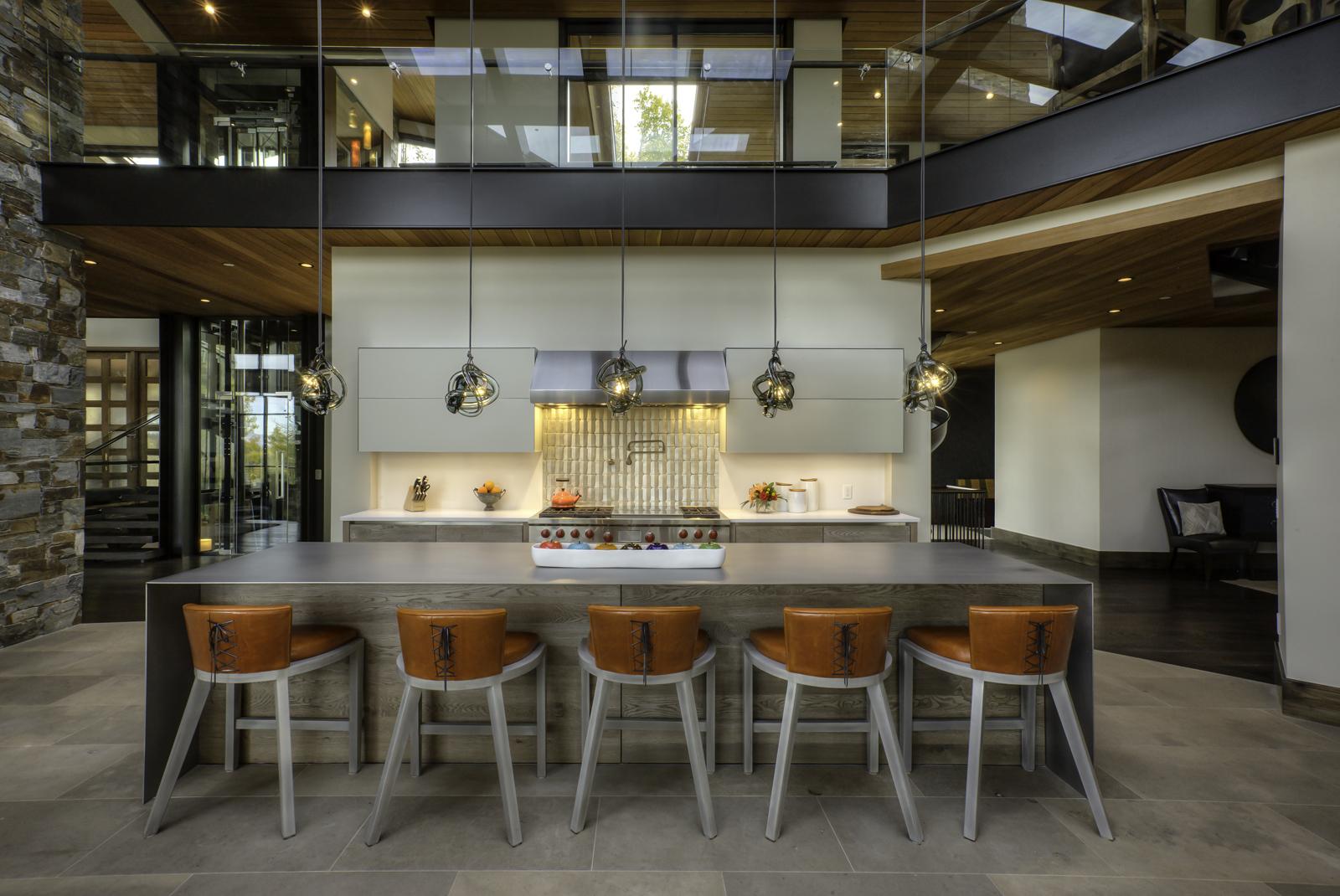 Herman-3701-31-_E0E9341_Kitchen-Seating-to-stove