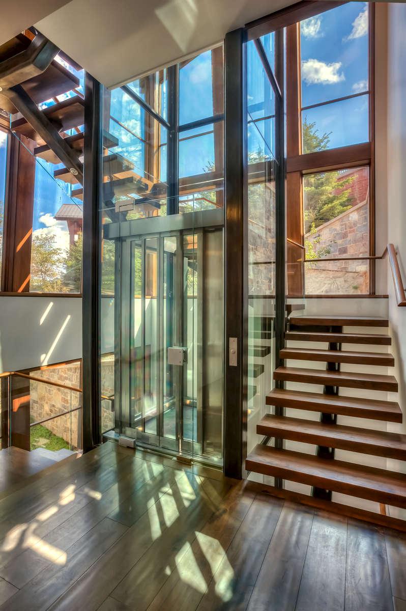 O_Brien-3606-44_E0E5315_Elevator-lobby-with-elevator