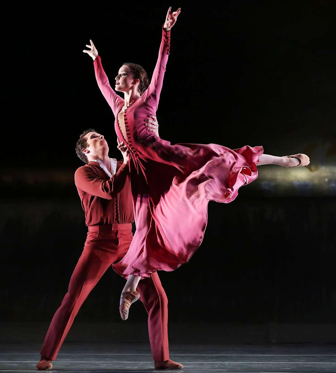 Charlotte Ballet performs Jiri Kylian's Forgotten Land