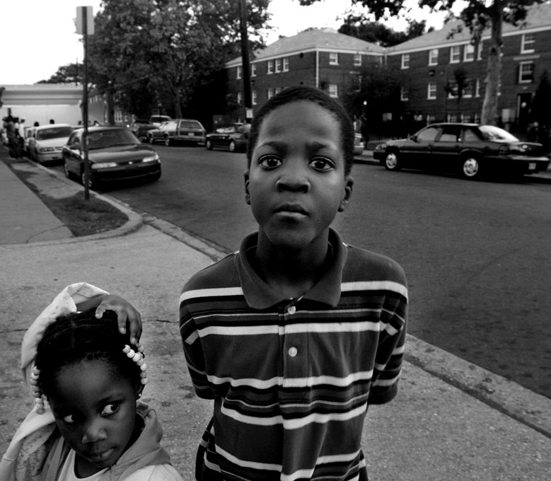 D'Ziah Mitchell, 3, and her brother Makhel Mitchell, 6. Washington, D.C. © Nikki Kahn 2006 ALL RIGHTS RESERVED