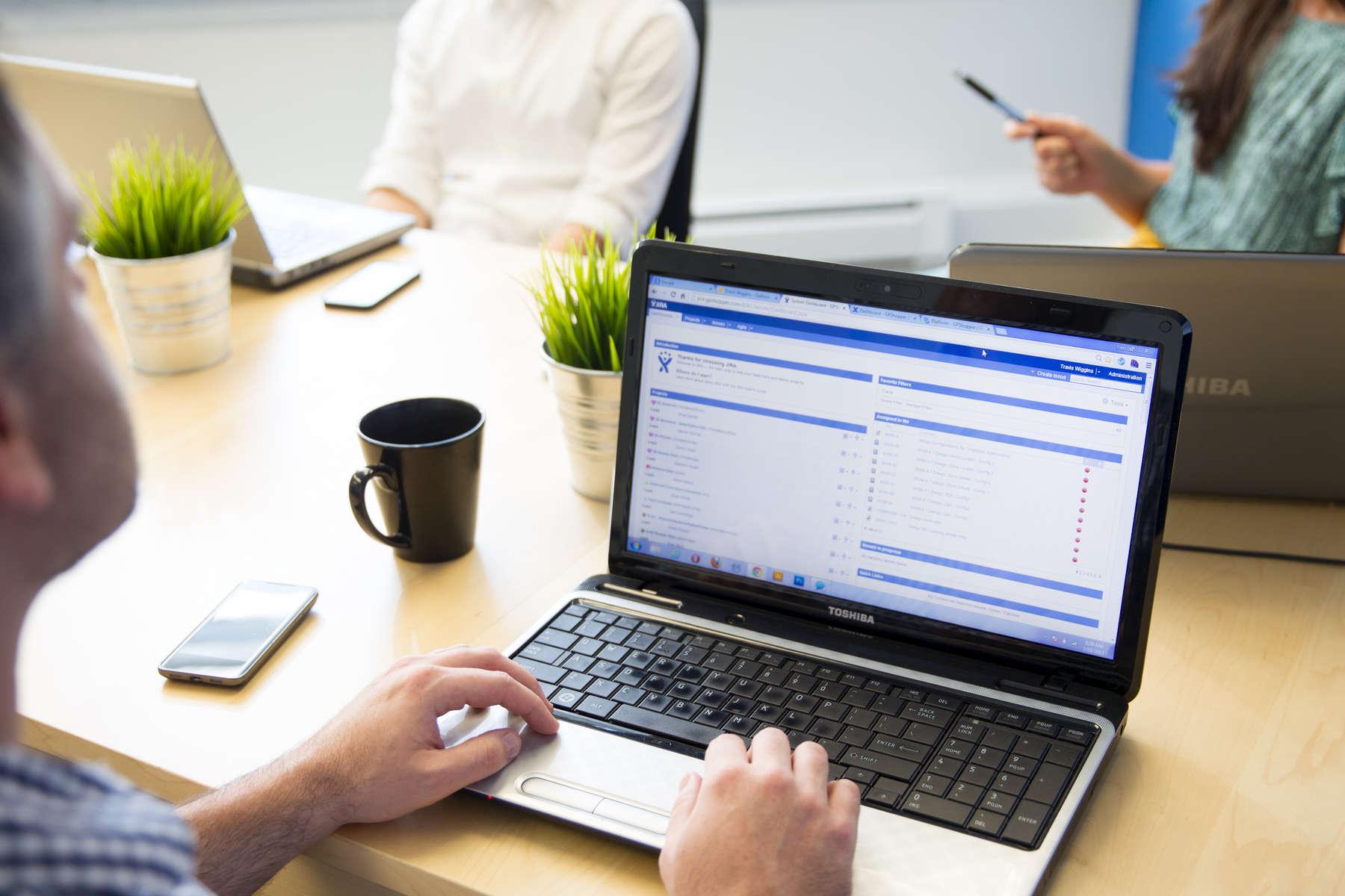 corporate-meeting-laptops