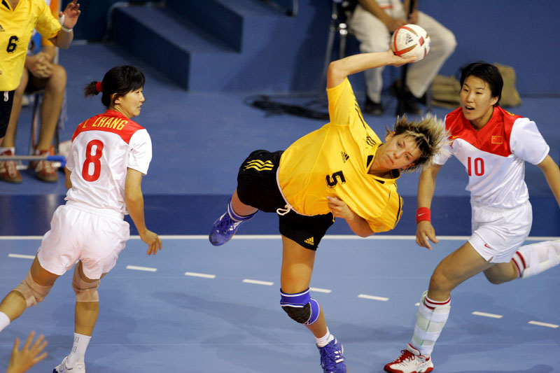 Ukraine's Maryna Vergelyuk fires a shot between Chineese defenders Zhang Li and Wang Shasha during the 2004 Olympic Games