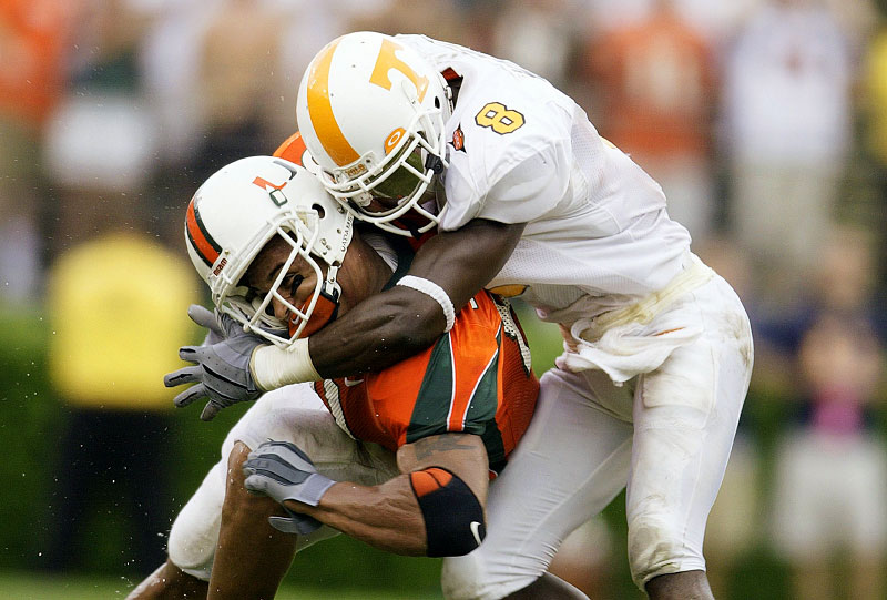 Miami Hurricanes Kellen Winslow is hit hard by Tennessee Volunteers Gibril Wilson at the Orange Bowl