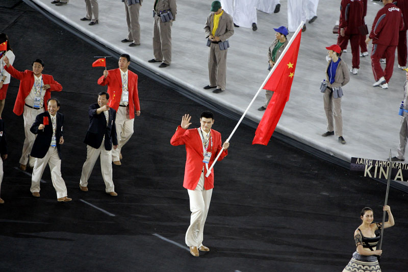 Chineese basketball star Yao Ming carries the flag during the opening ceremonies