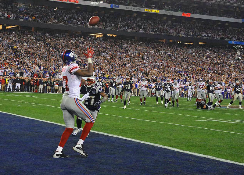 New York Giants receiver Plaxico Burress makes the winning touchdown catch with 35 seconds left in Super Bowl XLII to defeat the New England Patriots