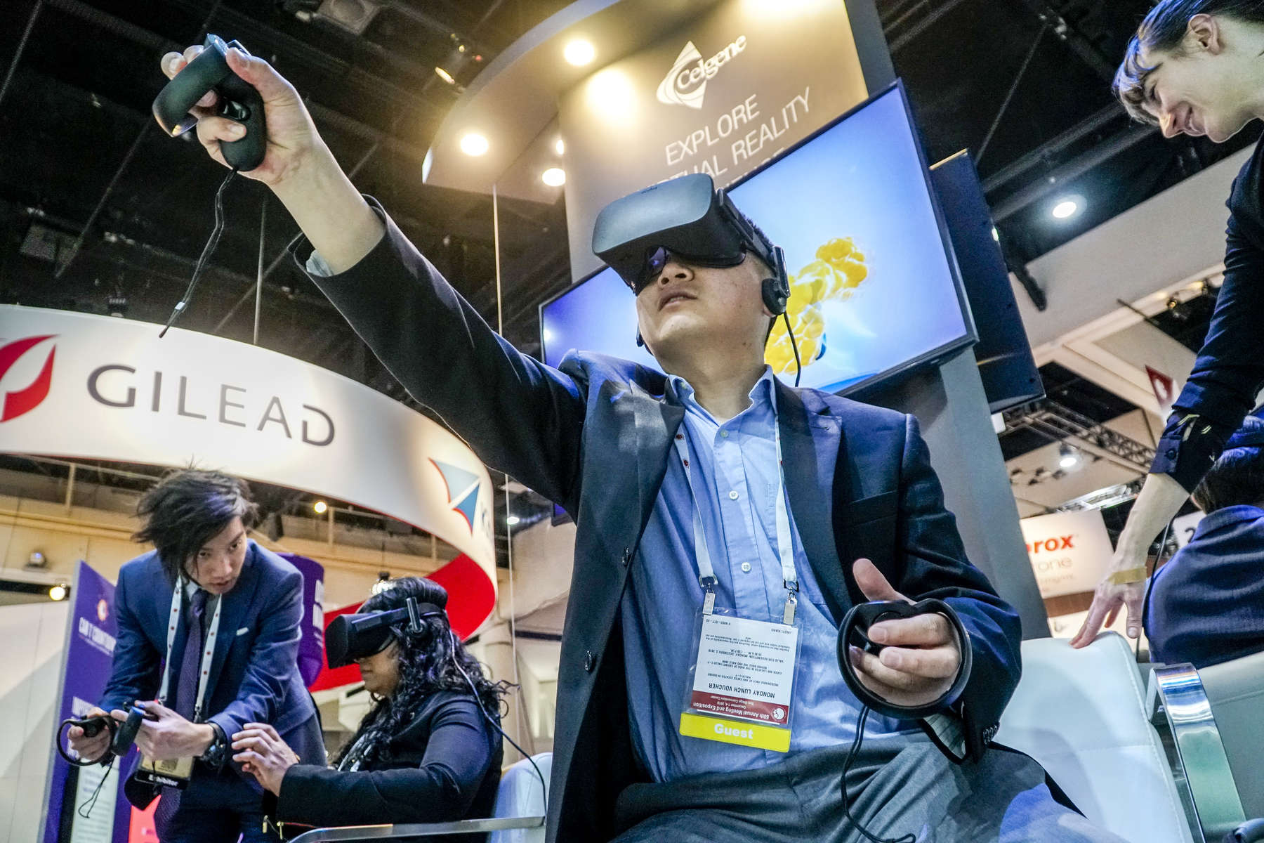 Jingyi Xiang, PhD, explores a virtual reality world in the exhibit hall.