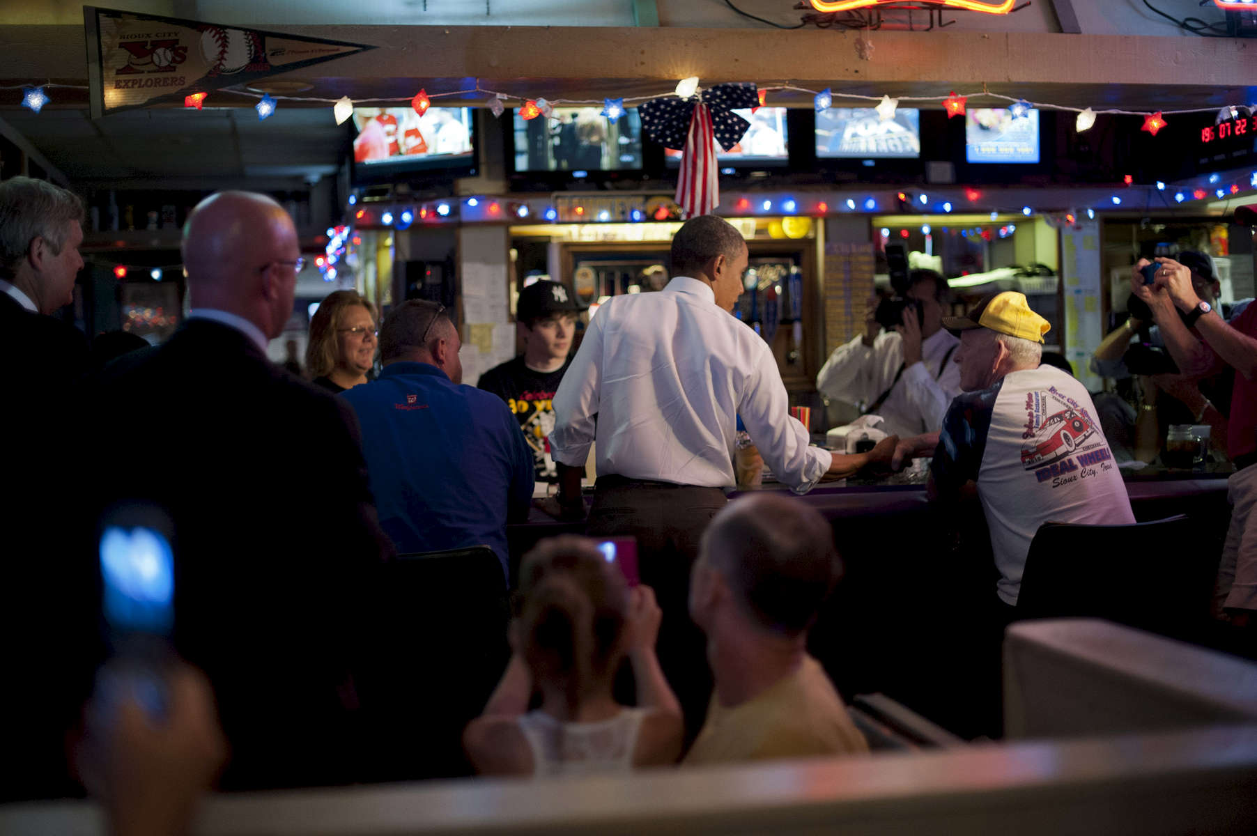 September 1, 2012 - Sioux City, IA: President Barack Obama greets patrons at Bob Roe's Point After sports bar in Sioux City, IA.  (Scout Tufankjian for Obama for America/Polaris)