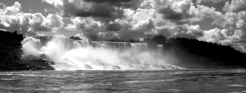 Panaramaic shot of the American Falls.