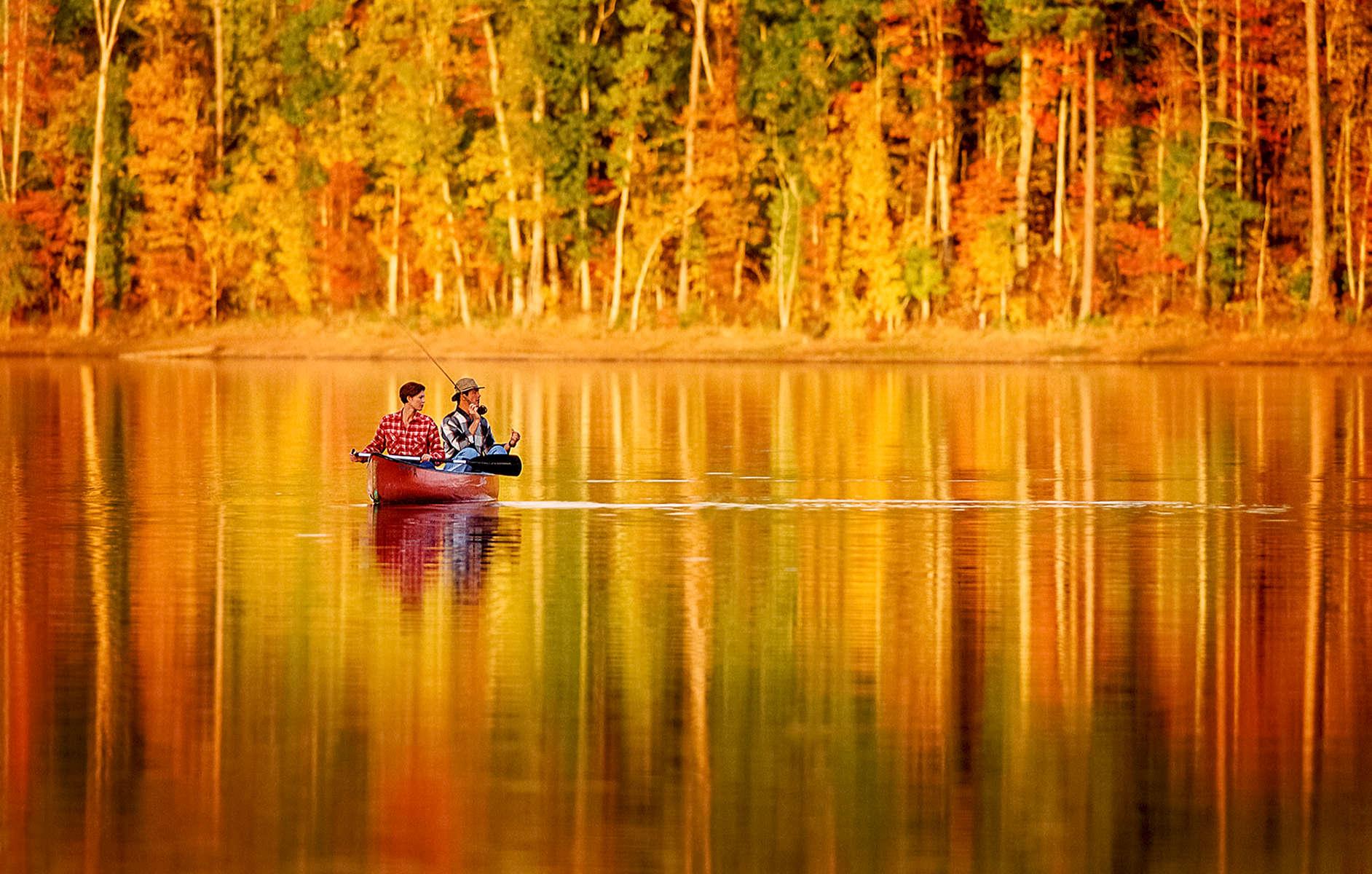 fall-fishing-couple-w