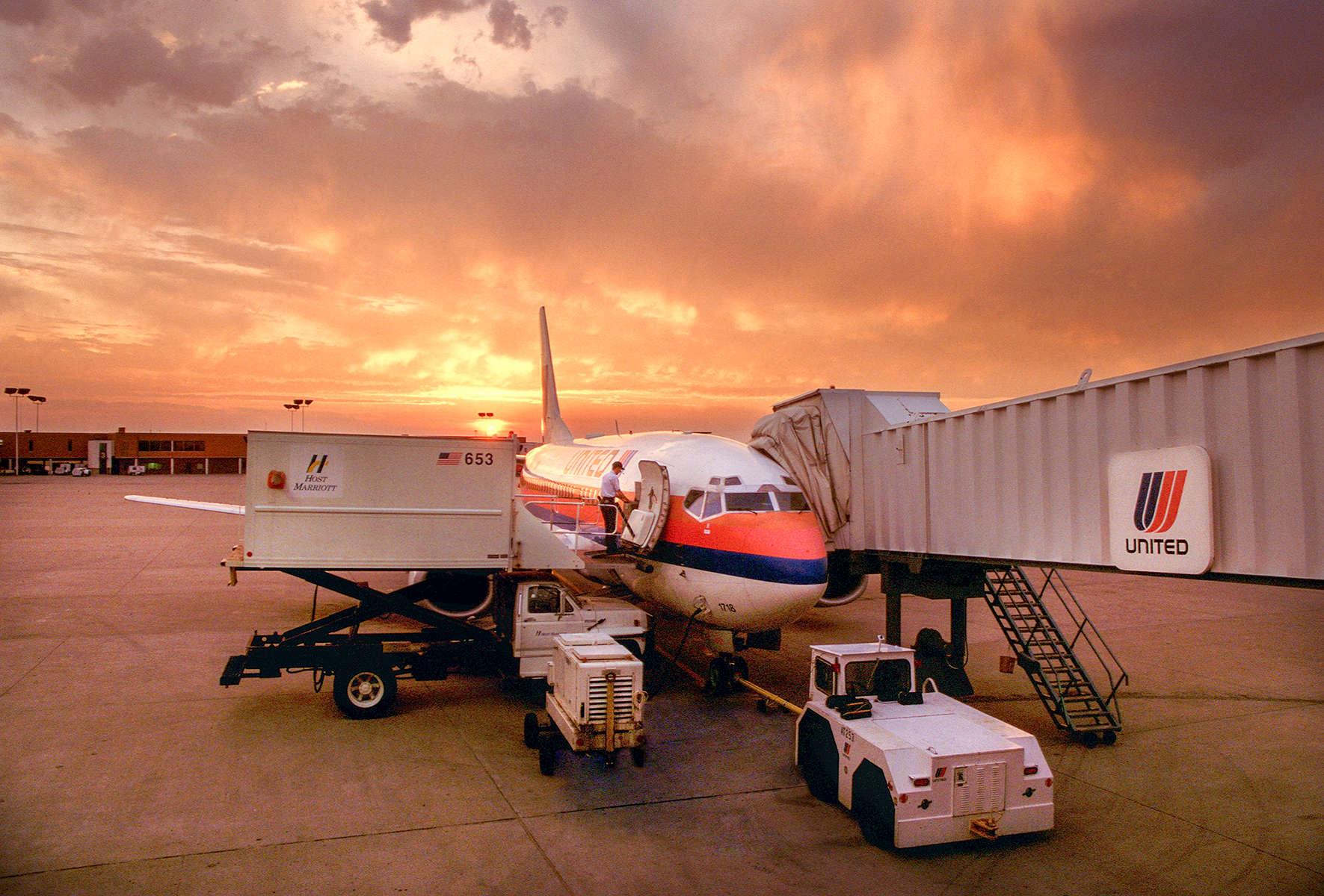 united-plane_sunrise-J1w