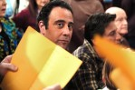 Brad Garrett on the set of Everybody Loves Raymond