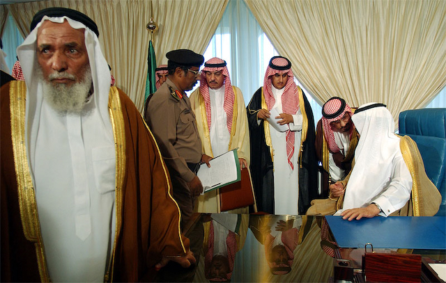 Villagers greet the Crown Prince Abdullah in Majlis.  Riyadh, Saudi Arabia 2004