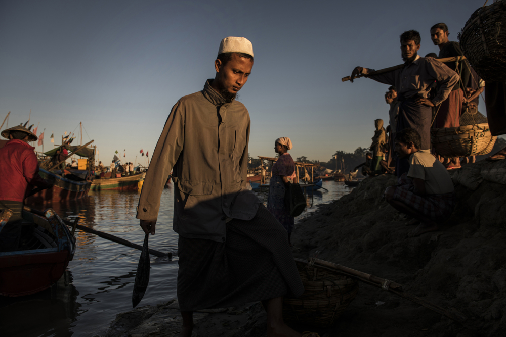 Rohingya fishermen arrive with fresh fish at the Thay Chaung fishing port in the Thay Chaung camp for internally displaced near Sittwe, in Myanmar, November 24, 2015.  Every morning, dozens of fishermen arrive at the port after having been at sea from anywhere from a few hours to several days. Fishing is one of the main means for the Rohingya to support themselves and their families, as they are not permitted to leave the confines of the camps in Sittwe, and there are limited opportunities to work.