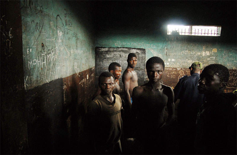 Prisoners line up in the remand section of the Pedemba Road Prison in Freetown, Sierra Leone, November 23, 2006.  Dozens of suspected juveniles are mixed with adult prisoners in prisons throughout Africa, but because of a lack of birth certificates, it is difficult for officials to ascertain who are juveniles, and who are adults.