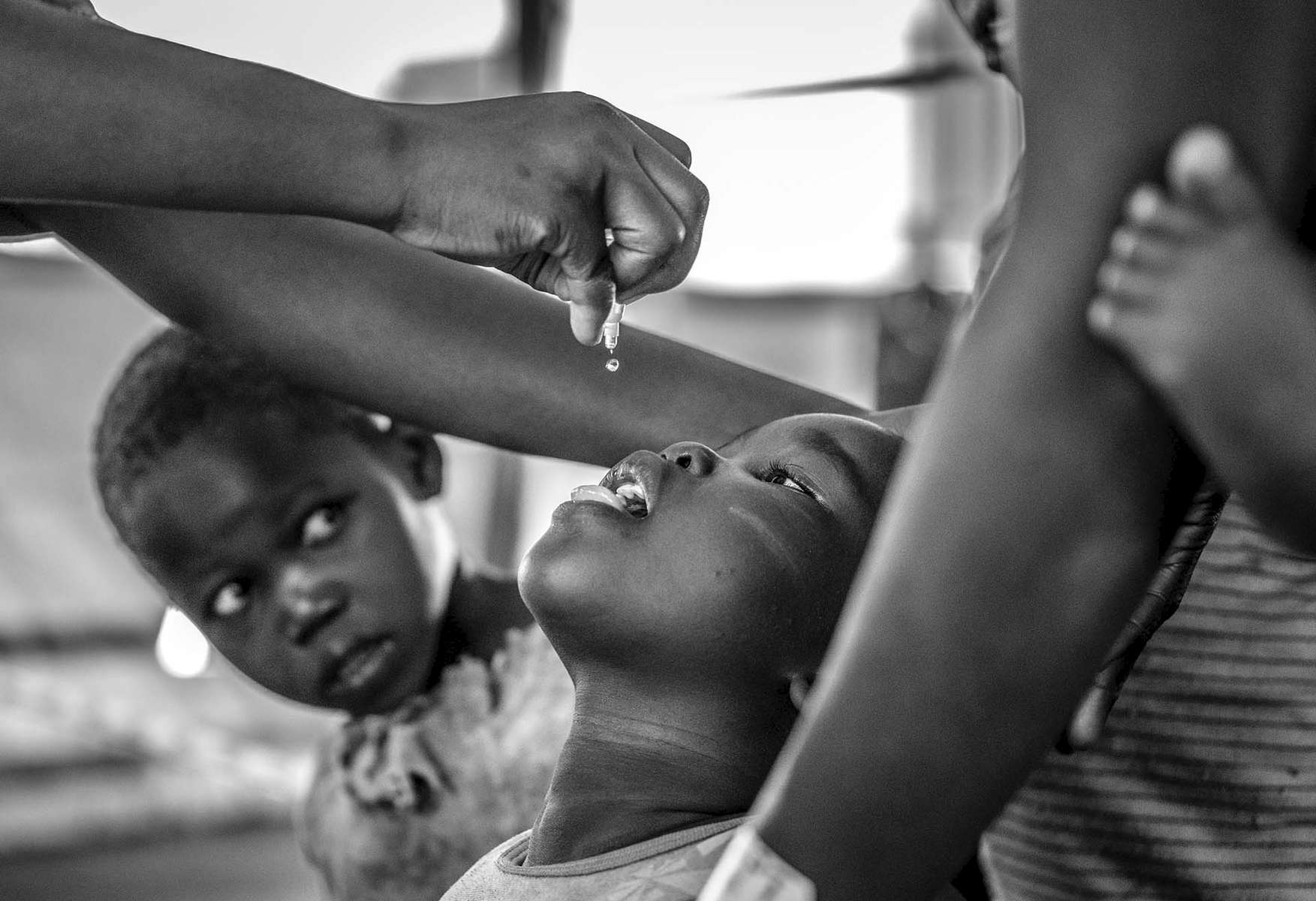 A child receive a polio vaccine upon arrival at Imvepi reception center in Arua district in Northern Uganda near South Sudan 1 May, 2017. © Jiro Ose