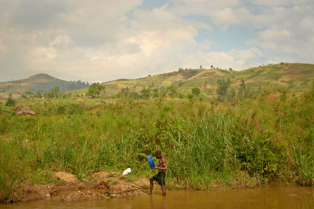 Man hunting for gold in Iga-Barriere became the part of the landscape of Ituri.